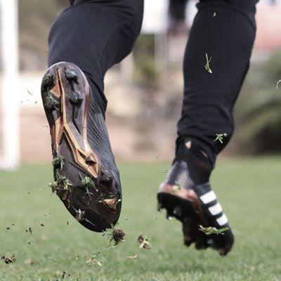 Botas de f tbol para c sped natural futbolmania - Cesped natural ...