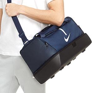 Bolsa de deporte Nike Academy Team mediana con zapatillero - Bolsa de entrenamiento de fútbol con zapatillero Nike (53 x 30 x 28 cm) - azul marino