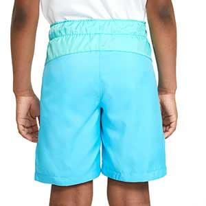 Short Nike Barcelona niño Woven Beach Wash Pack - Bermudas infantiles de paseo Nike del FC Barcelona de la colección Beach Wash Pack - azul celeste - trasera