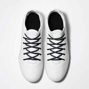Cordones futbolmania extrafinos - Cordones extrafinos para botas de fútbol ligeras y botas de fútbol altas (4 mm ancho x 1,4 mm de grosor) - negros - aplicacion