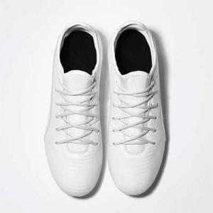 Cordones futbolmania extrafinos - Cordones extrafinos para botas de fútbol ligeras y botas de fútbol altas (4 mm ancho x 1,4 mm de grosor) - blancos - aplicacion