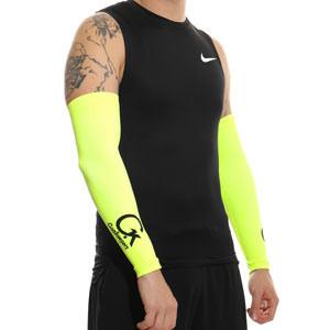 Manguitos Goalkeepers portero - Manguitos de portero compresivo y antiabrasión - amarillo flúor - detalle