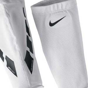 Fundas sujeta espinilleras Nike Guard Lock Elite - Mangas compresivas para sujeción de espinilleras Nike - Blanco - frontal