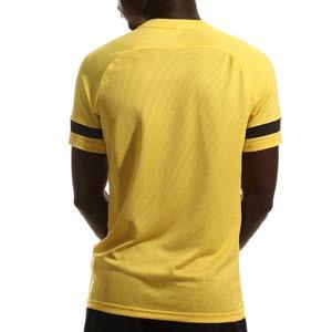 Camiseta Nike Dri-Fit Academy 21 - Camiseta de manga corta de entrenamiento de fútbol Nike - amarilla - trasera