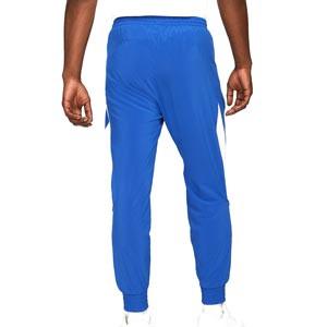 Pantalón Nike FC Dri-Fit Woven Joga Bonito - Pantalón largo de calle Nike de la colección Joga Bonito - azul - trasera