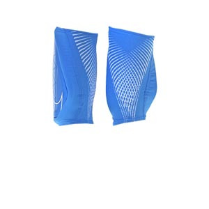 Nike Protegga - Espinilleras de fútbol Nike con mallas integradas - azul celeste - trasera
