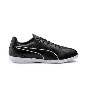 Puma King Hero IT - Zapatillas de fútbol sala de piel Puma suela lisa - negras - pie derecho