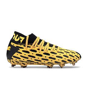 Puma Future 5.1 FG/AG Jr - Botas fútbol infantiles Puma FG/AG césped natural o artificial - amarillas y negras - pie derecho
