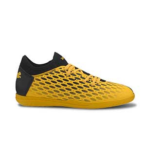 Puma Future 5.4 IT Jr - Zapatillas de fútbol sala infantiles Puma IT suela lisa - amarillas y negras - pie derecho