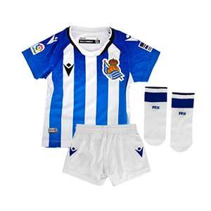 Equipación Macron Real Sociedad bebé 21 22 con calcetines - Conjunto bebé de 3 a 36 meses Macron primera equipación Real Sociedad 2021 2022 - blanco, azul