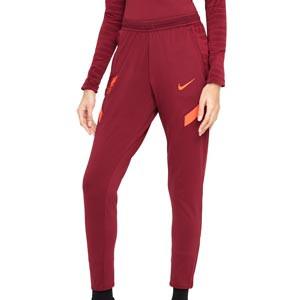 Pantalón Nike Liverpool Dri-Fit Strike mujer - Pantalón largo de entrenamiento para mujer Nike del Liverpool FC - granate - frontal