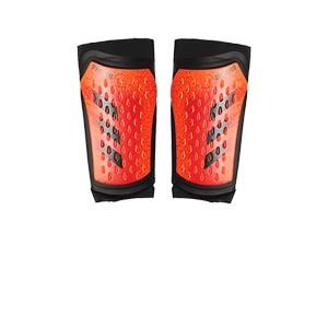 adidas Predator Pro - Espinilleras de fútbol adidas con mallas de sujeción - rojas