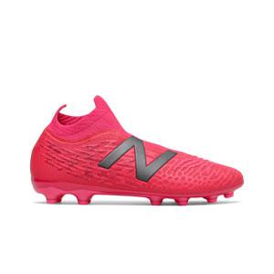 New Balance Tekela v3+ Magia AG - Botas de fútbol con tobillera New Balance AG para césped artificial - rosas rojizas