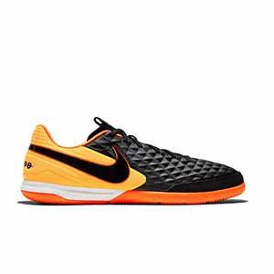Nike Tiempo Legend 8 Academy IC - Zapatillas de fútbol sala de piel Nike con suela lisa IC - negras y naranjas - derecho