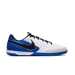 Nike Tiempo Legend 8 Academy IC - Zapatillas de fútbol sala de piel Nike con suela lisa IC - blancas y azules - pie derecho