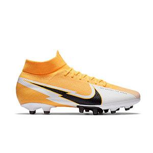 Nike Mercurial Superfly 7 Pro AG-PRO - Botas de fútbol con tobillera Nike AG-PRO para césped artificial - naranjas y blancas - pie derecho