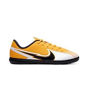 Nike Mercurial Vapor 13 Academy IC Jr - Zapatillas fútbol sala infantiles Nike suela lisa IC - amarillo anaranjado - pie derecho