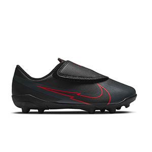 Nike Mercurial Vapor 13 Club MG PS velcro Jr - Botas de fútbol infantiles con velcro Nike MG para césped natural o artificial - negras - pie derecho