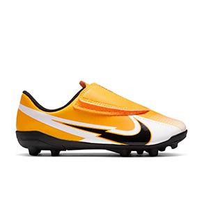 Nike Mercurial Vapor 13 Club MG PS velcro Jr - Botas de fútbol infantiles con velcro Nike MG para césped natural o artificial - amarillo anaranjado - pie derecho