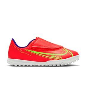 Nike Mercurial Jr Vapor 14 Club TF PS V - Zapatillas de fútbol multitaco infantiles con velcro Nike suela turf - rosa rojizas, plateadas, azul moradas - pie derecho