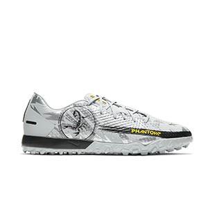 Nike Phantom GT Academy SE TF - Zapatillas de fútbol multitaco Nike Football suela turf - plateadas - pie derecho