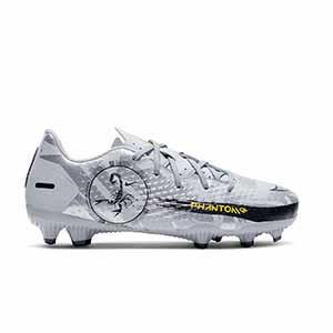 Nike Jr Phantom GT Academy SE FG/MG PS - Botas de fútbol para niño pequeño Nike FG/MG para césped artificial - plateadas - pie derecho