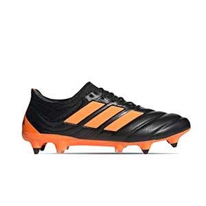 adidas Copa 20.1 SG - Botas de piel de canguro adidas suela SG para césped natural húmedo - negras y naranja - pie derecho