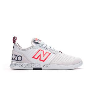 New Balance Audazo v5 Pro Suede IN - Zapatillas de fútbol sala de piel New Balance suela lisa IN - blancas - pie derecho