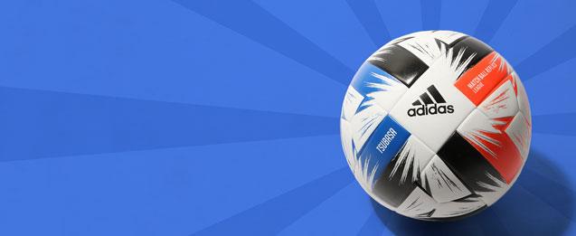 Balón de fútbol adidas color blanco con detalles azul. rojo y negro.