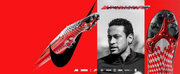 """Aquí encontrarás todo en calzado infantil Nike Mercurial, entre ellas como figura en la imagen, enl jugador y las nuevas NJR """"Speed Freak"""" que combina los colores gris, rojo y negro, con gráficos por toda la bota inspirados en los coches de carreras."""