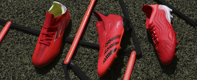 Descubre las nuevas botas rojas infantiles adidas de la colección Meteorite Pack.
