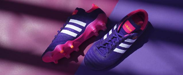 Botas de fútbol adidas Copa Mundial 2021 Primeknit, color morado.