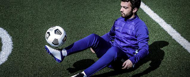 Encuentra y equípate para el frío con la selección de productos para entrenar a fútbol en invierno