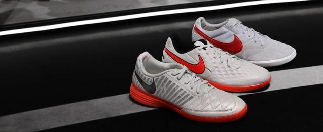Todas las zapatillas de fútbol sala Nike, incluido lo nuevo de Nike Football Sunrise Pack, lo tienes aquí en futbolmania.