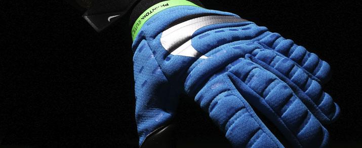 Guantes de portero marca Nike GK Phantom Elite color azul.