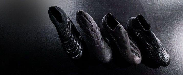 4 botas de fútbol adidas de color negras sobre una superficie adidas, de la colección Hard Script.
