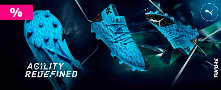Rebajas botas de futbol de la colección future, se muestran varias partes de la bota color azul.