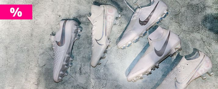 Oferta botas fútbol Nike nuovo white y más modelos.