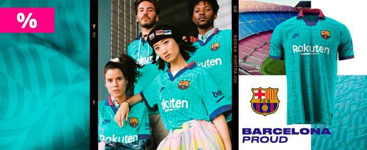 modelos con la camiseta de la tercera equipación del fc Barcelona. Rebajados