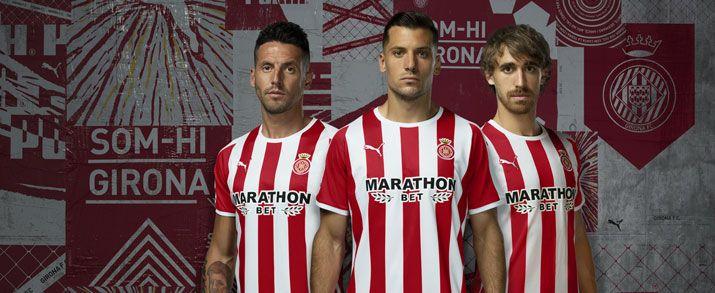 Camiseta de la primera equipación 2020 Girona, con lineas verticales de color roja y blanca intercaladas.
