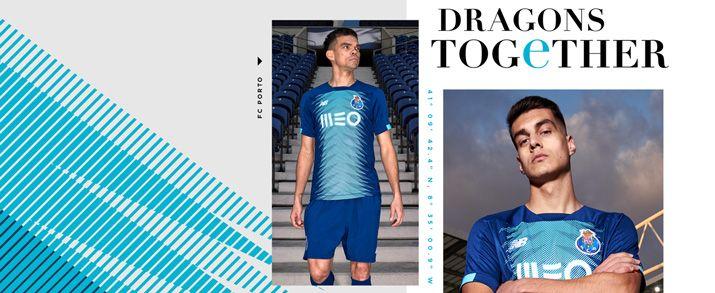 Camiseta de la segunda equipación 2020 Porto, color azul marino, con un gráfico llamativo en color azul turquesa por toda la parte frontal de la camiseta.