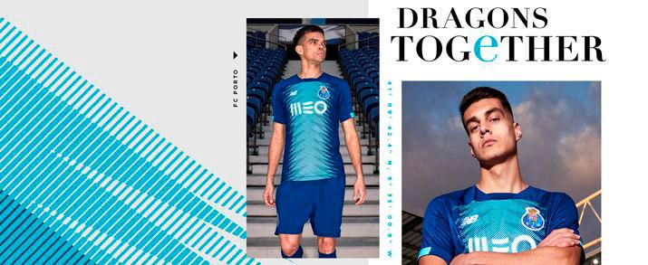 Camiseta de la tercera equipación 2020 Porto, color azul marino, con un gráfico llamativo en color azul turquesa por toda la parte frontal de la camiseta.