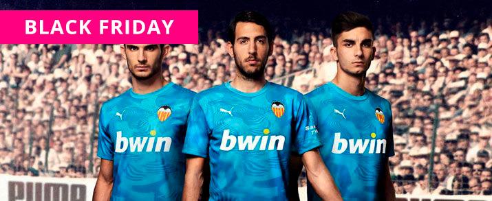 Camiseta de la primera equipación 2020 Valencia, de color blanco, la parte del cuello terminado en pico de color naranja.