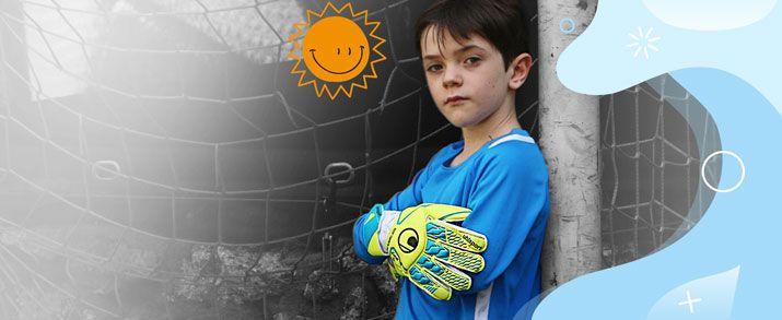 Aparecen unos guantes de la colección Radar Control, una colección muy llamativa en color azul celeste y amarillo que ofrece una gran visibilidad a los guantes.