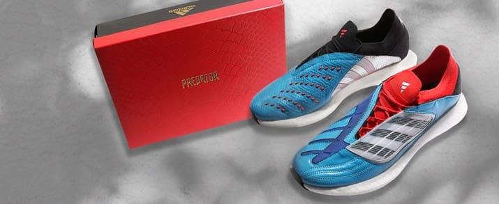 Zapatillas de calle, marca adidas Predator, un par dónde la zapatilla izquierda es diferente a la derecha. Pie derecho color azul con detalles negros y pie izquierdo color azul con detalles rojos.